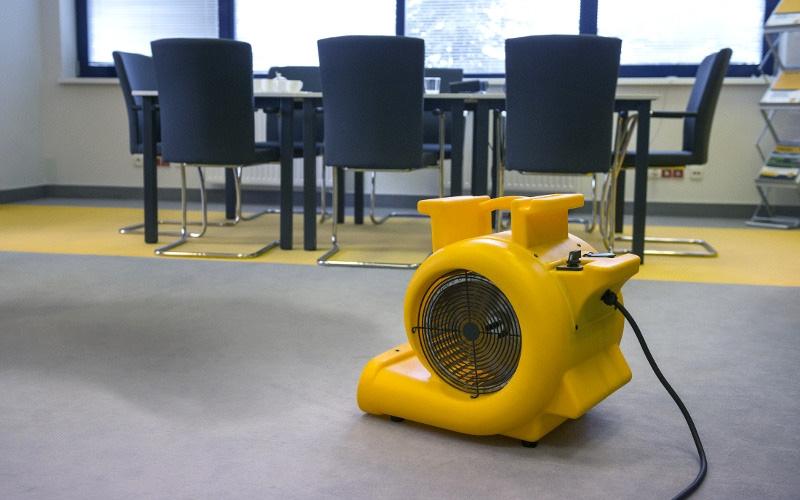 Ventilator industrial tip CD5000 cu priza suplimentara